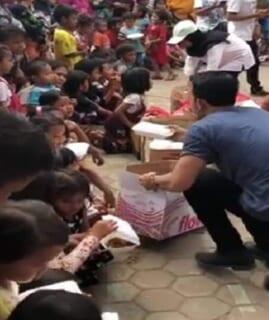 インドネシアの津波被害への生活物資の支援